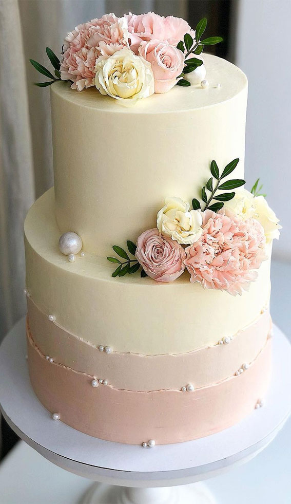 34 Creative Wedding Cakes That Are So Pretty : Two-Toned Wedding Cake