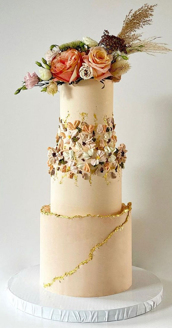 34 Creative Wedding Cakes That Are So Pretty : Wedding Cake Muted Peach Tones
