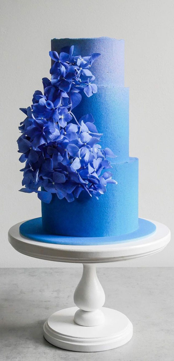 34 Creative Wedding Cakes That Are So Pretty : Ombre Blue Wedding Cake