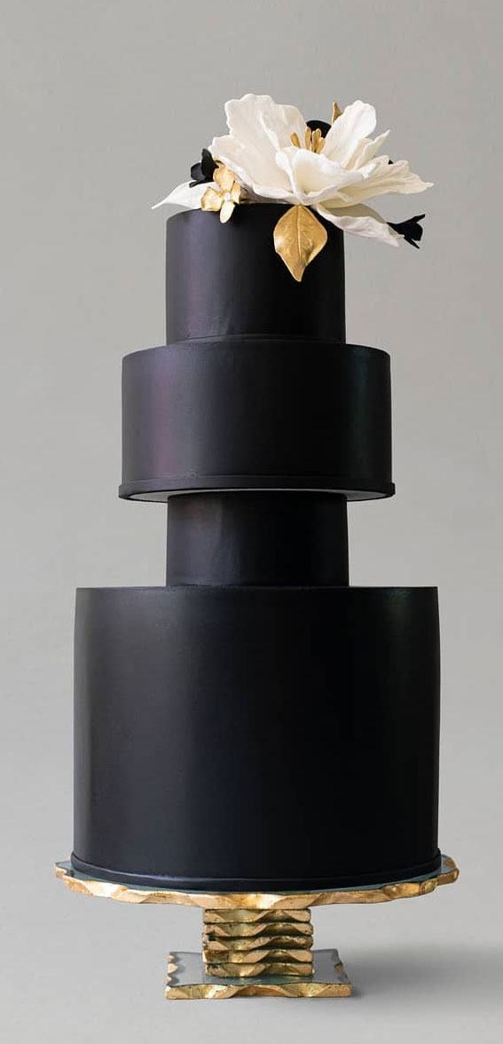 34 Creative Wedding Cakes That Are So Pretty : Elegant Black Wedding Cake