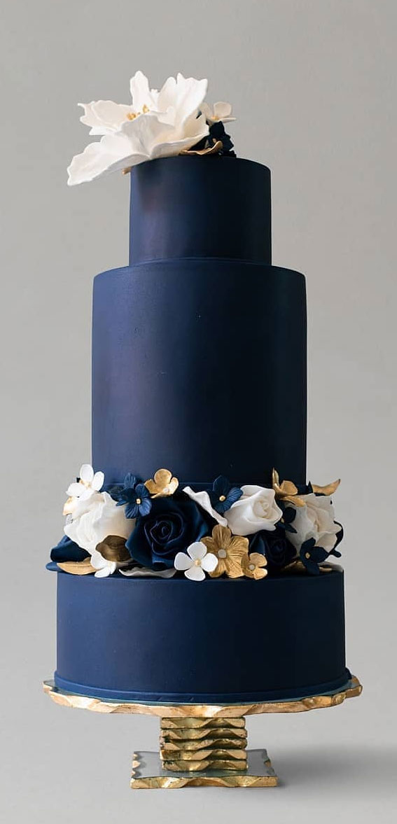 34 Creative Wedding Cakes That Are So Pretty : Navy Blue Wedding Cake
