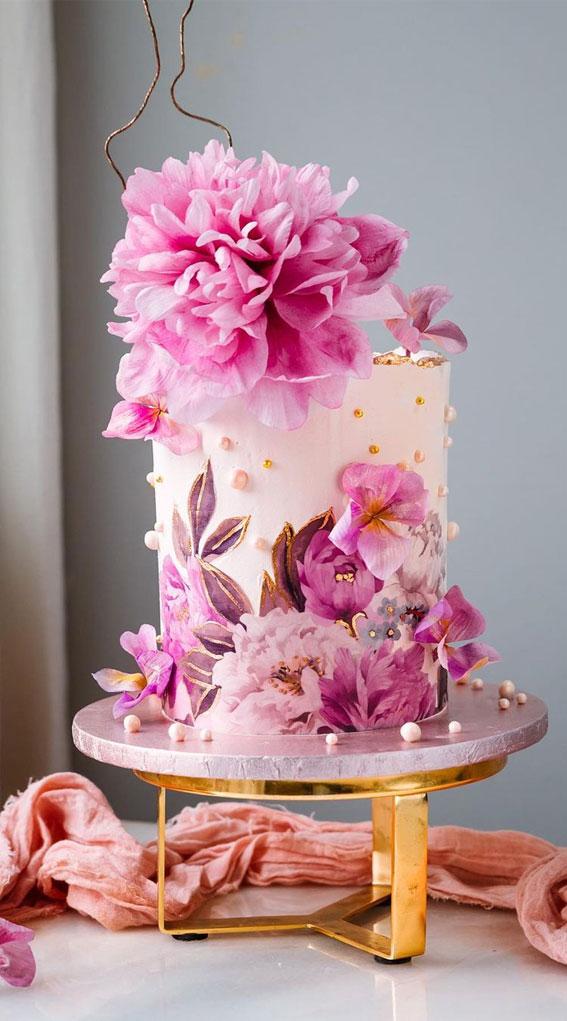 34 Creative Wedding Cakes That Are So Pretty : Hydrangeas and edible prints