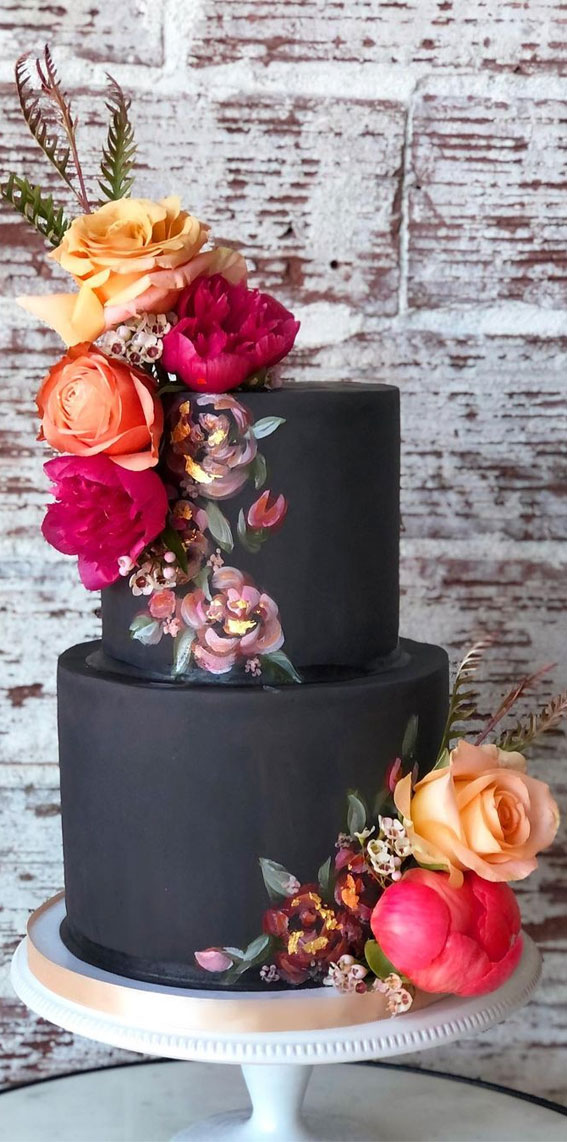 34 Creative Wedding Cakes That Are So Pretty : Two tiers of black wedding cake
