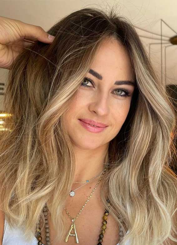 35 Best Fall 2021 Hair Color Trends : Dirty Blonde with Subtle Blonde Face-Framing