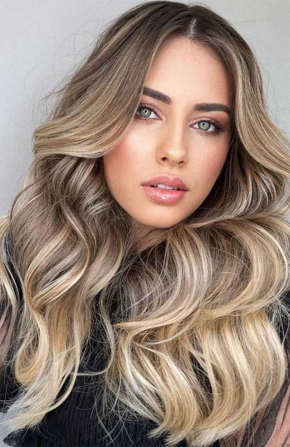 warm tan and beige blonde hair color, fall hair color trends 2021, autumn hair colors