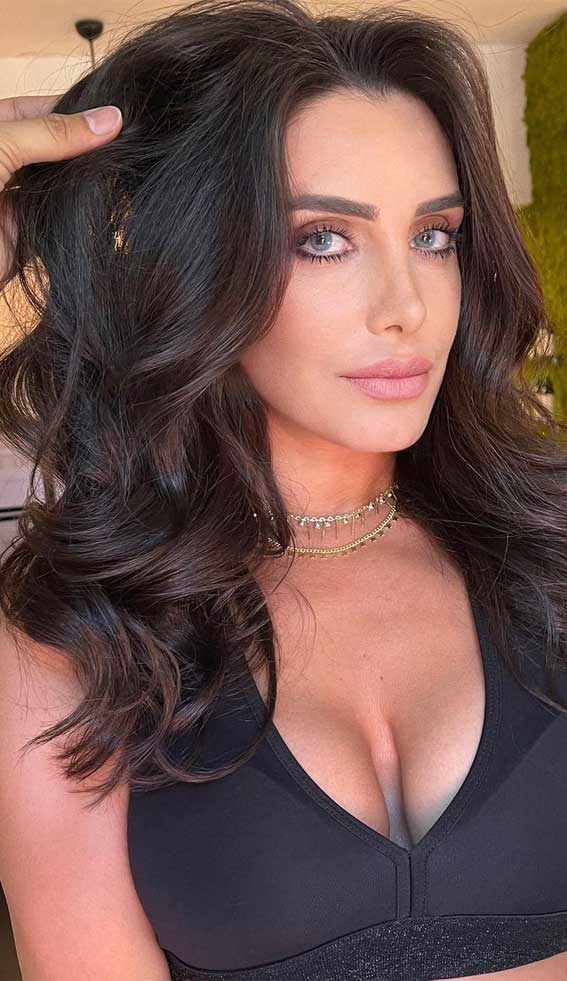 35 Best Fall 2021 Hair Color Trends : Medium Chocolate Brown Balayage
