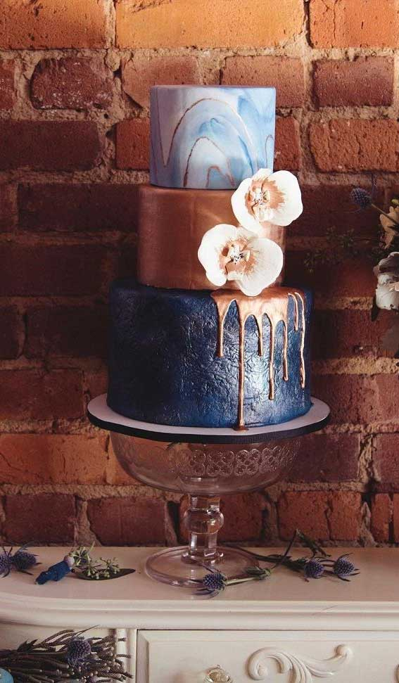 22 Beautiful wedding cakes to inspire you : Dark Blue, Blue Marble and Gold wedding cake