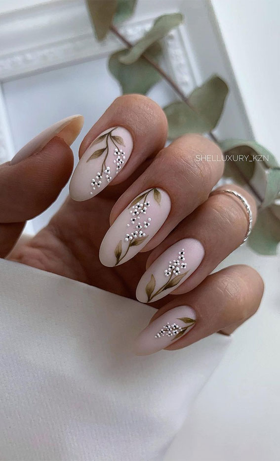 The 42 Nail Trends to Wear for Winter 2021 : Neutral Matte Flower Nails