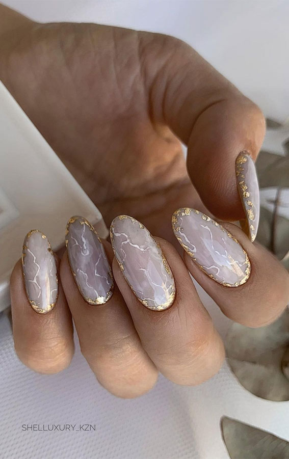 The 42 Nail Trends to Wear for Winter 2021 : Subtle Marble with Gold Outline Nails
