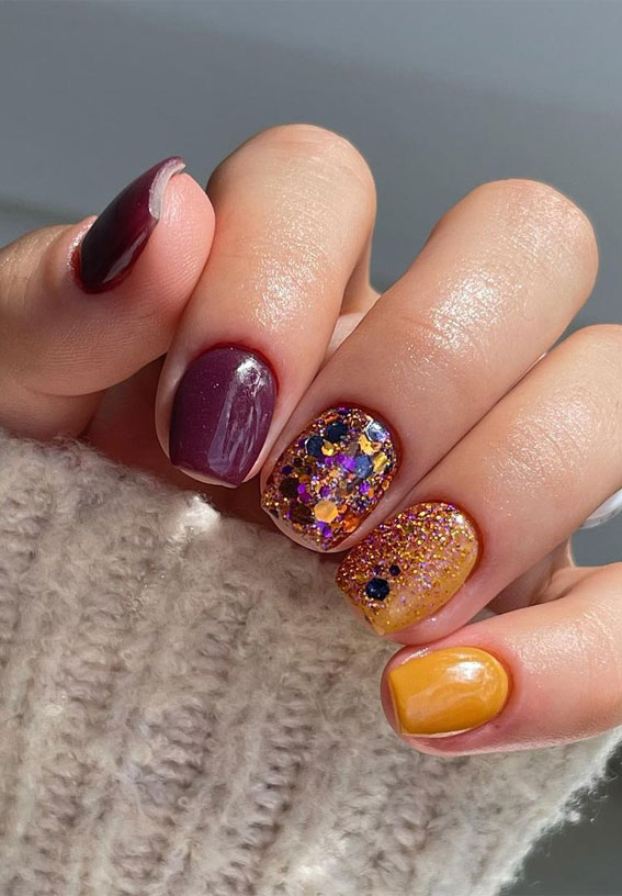 The 42 Nail Trends to Wear for Winter 2021 : Warm Mustard & Glitter Short Nails