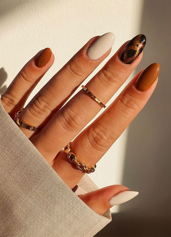 The 42 Nail Trends to Wear for Winter 2021 : Mismatched Brown and Tortoiseshell Nails
