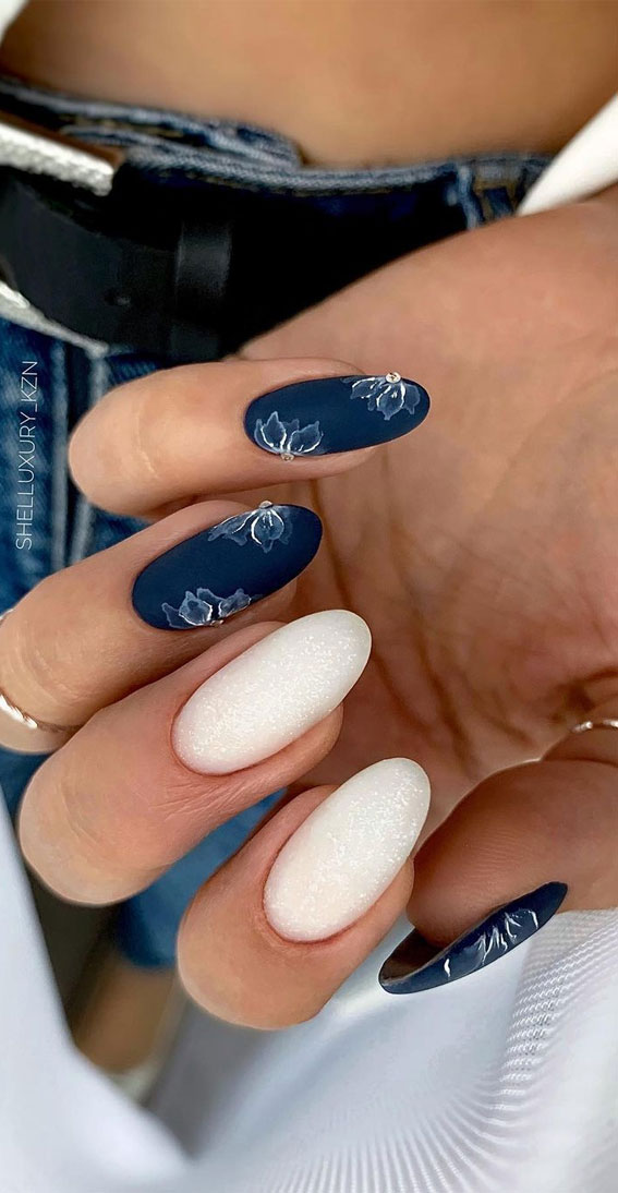 The 42 Nail Trends to Wear for Winter 2021 : Navy Blue and White Nails