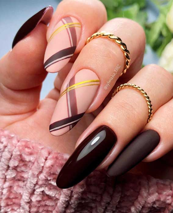 The 42 Nail Trends to Wear for Winter 2021 : Chocolate Brown & Tartan Nails