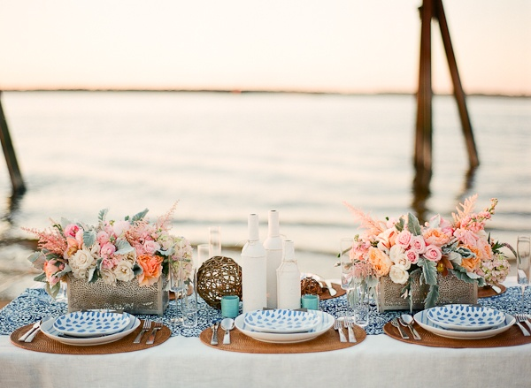 beach chic weddingwedding dinner on the beachwedding reception table on the beach & Romantic wedding reception table setting on the beach - Fab Mood ...