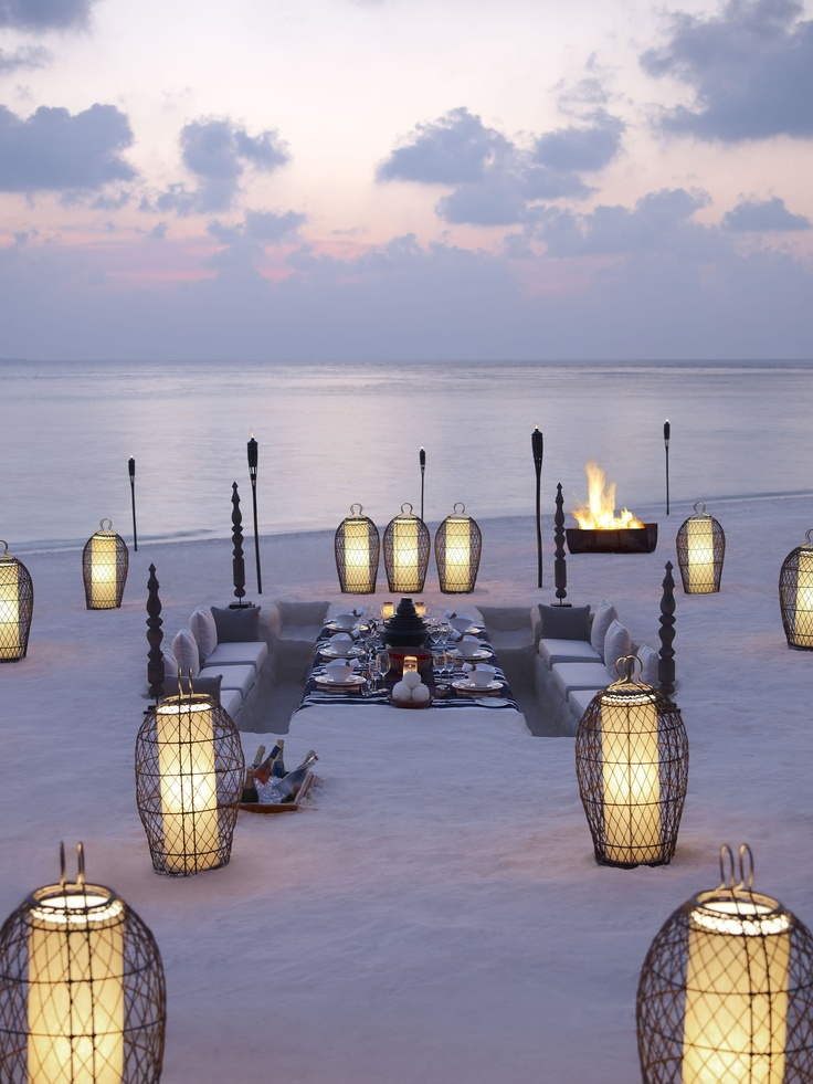 Wedding Reception Table On The Beach Fab Mood Wedding - Beach wedding reception decoration ideas