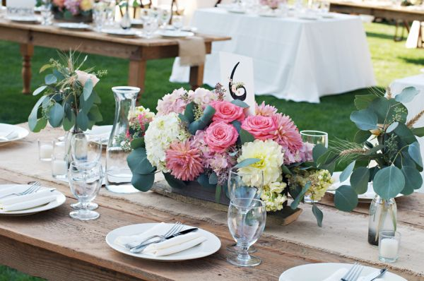 outdoor wedding tablescapes