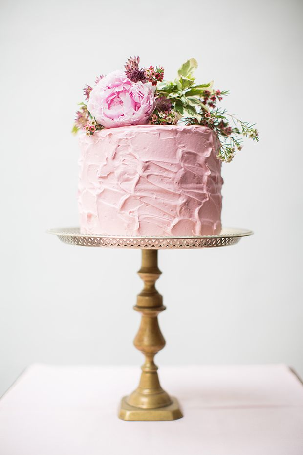 One tier wedding cakes will have your guests' mouths watering