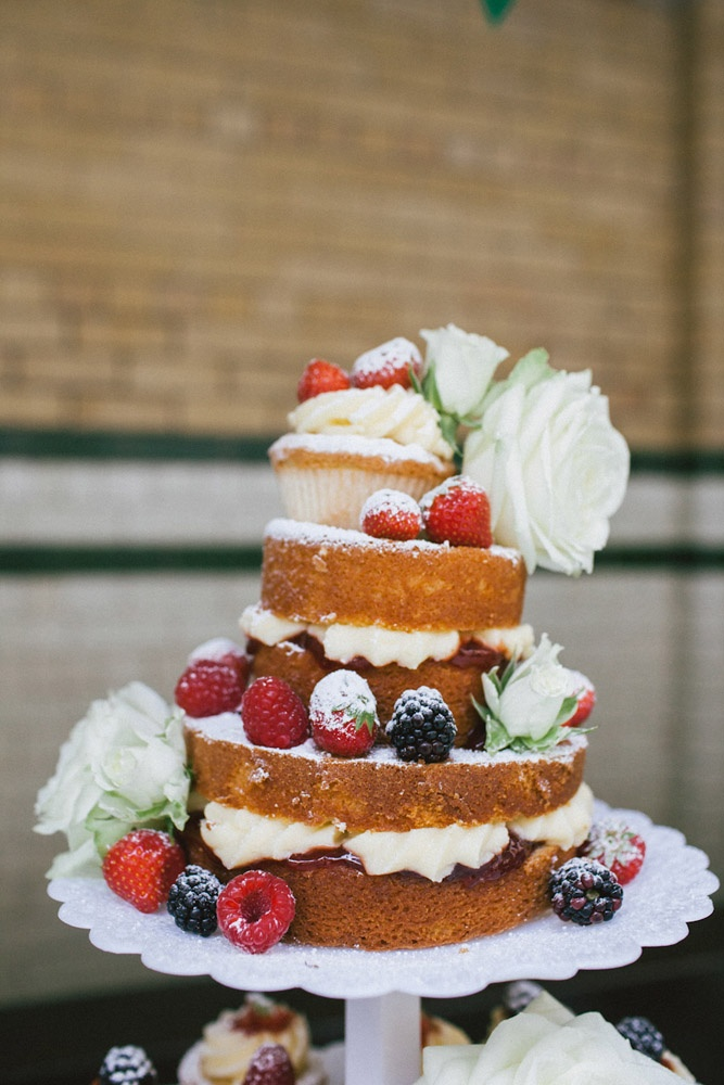 Naked Rustic Wedding Cake With White Roses Fab Mood Wedding Colours Wedding Themes Wedding