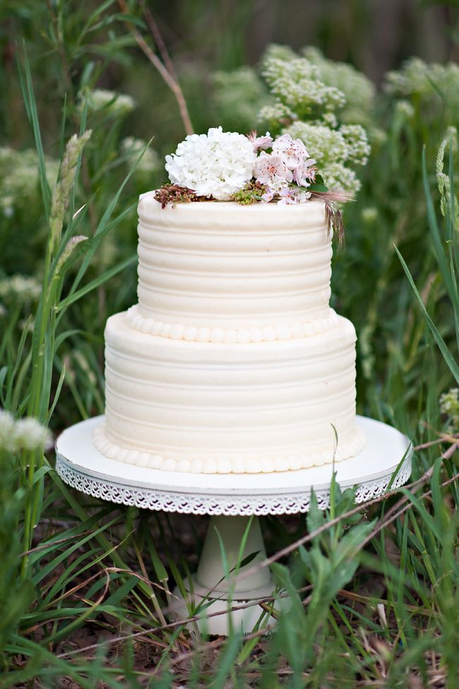 2 tiers wedding cake ideas