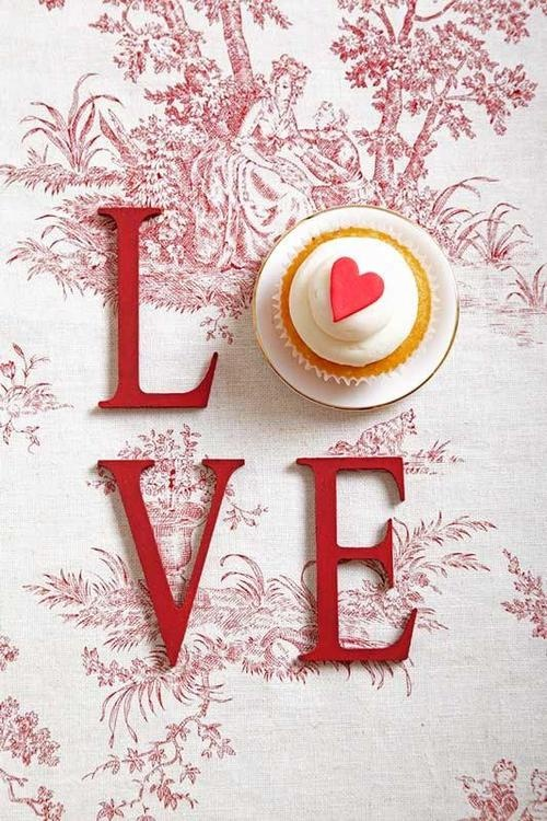 red heart wedding cup cake