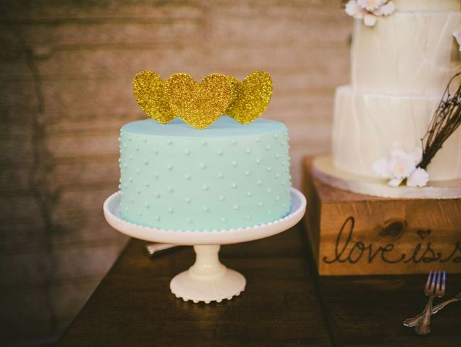 Hemlock wedding color palette read more https://www.fabmood.com/hemlock-pantone-colors-2014/ wedding colors combinations,pantone colors 2014,wedding colours palettes,mint wedding cake,mint dot wedding cake