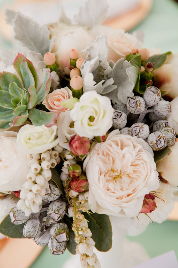 grey and peach bouquet,wedding bouquet