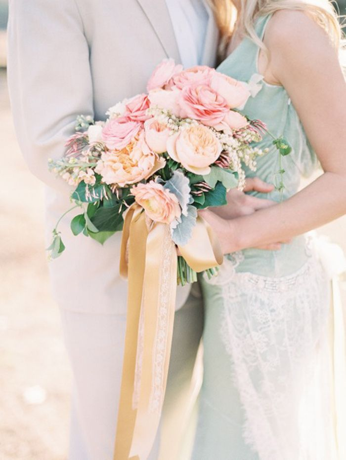 grey and peach wedding bouquet,wedding bouquets
