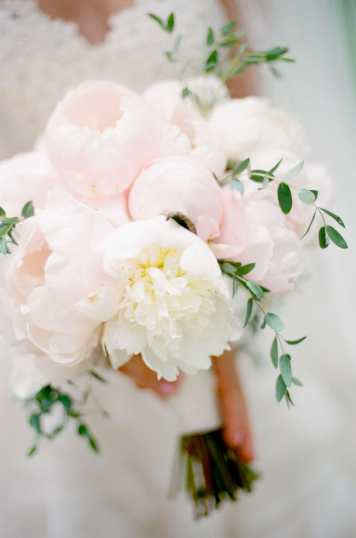 white peony wedding bouquet,wedding bouquet