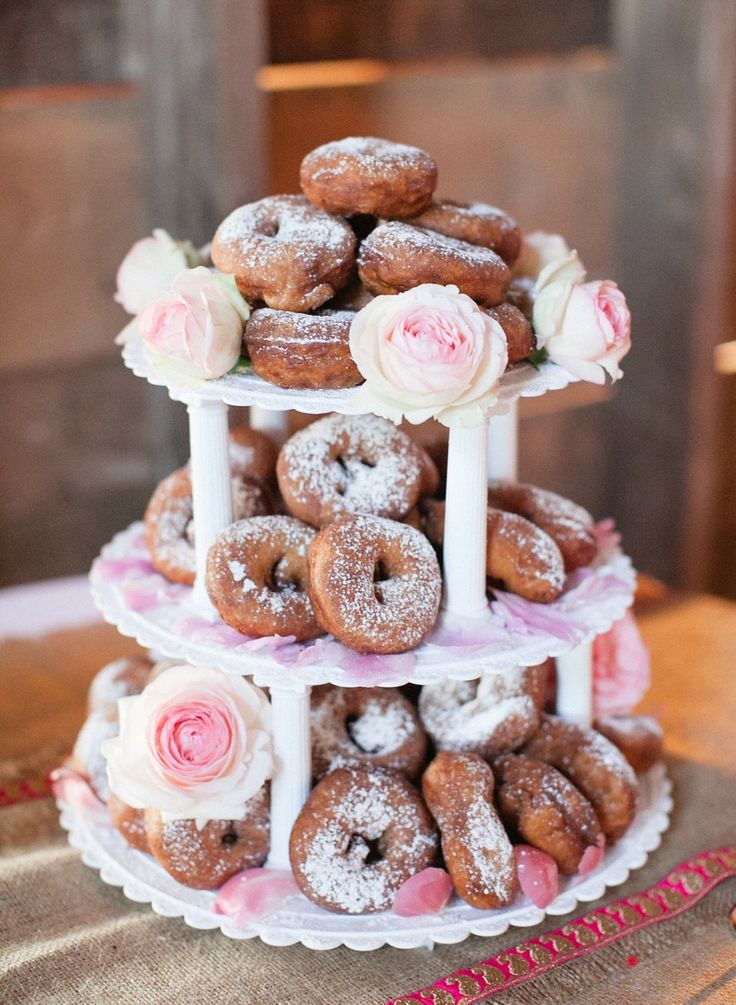 wedding dessert ideas,wedding dounts,wedding donut