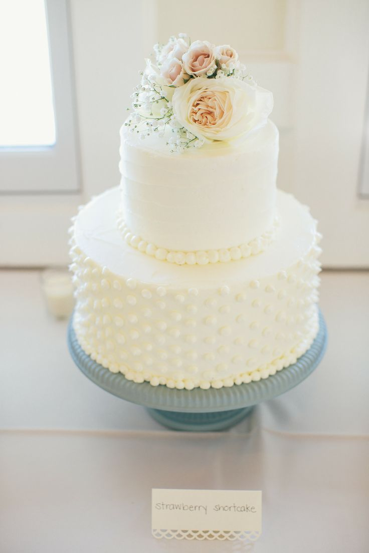 White Wedding Cake With Flowers White Wedding Cake With Roses