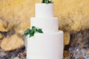 white wedding cake pictures,wedding cake pictures,wedding cake ideas,simple white wedding cake,white wedding cake with greenery