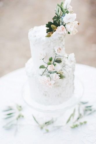 white wedding cake,white wedding cake with flowers,elegant wedding cake