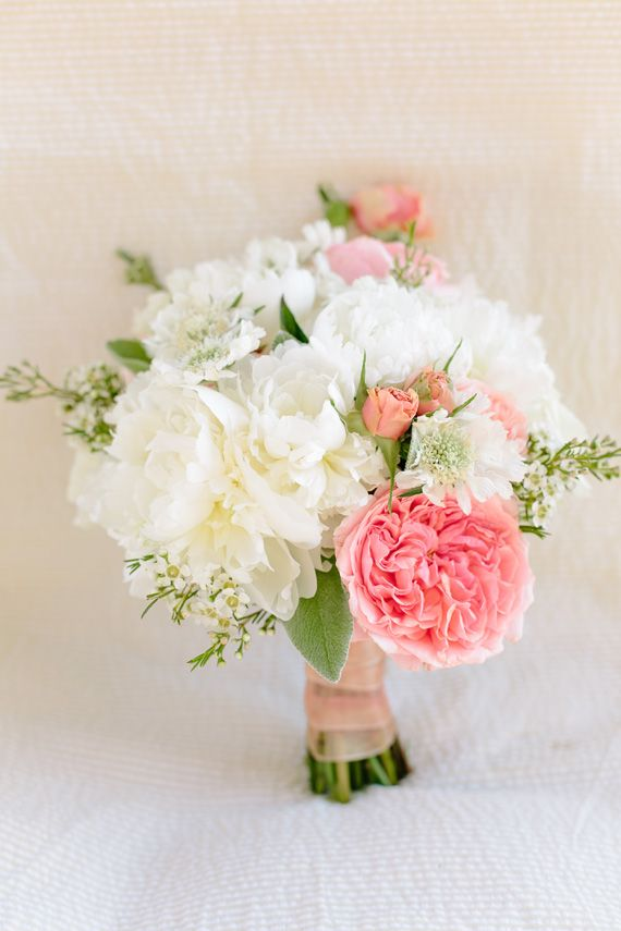 white and pink bouque,pink and gold wedding colors palette