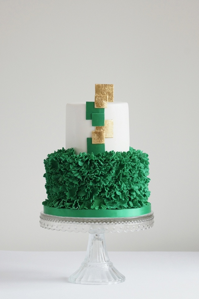 emerald and gold wedding,emerald and gold wedidng cake