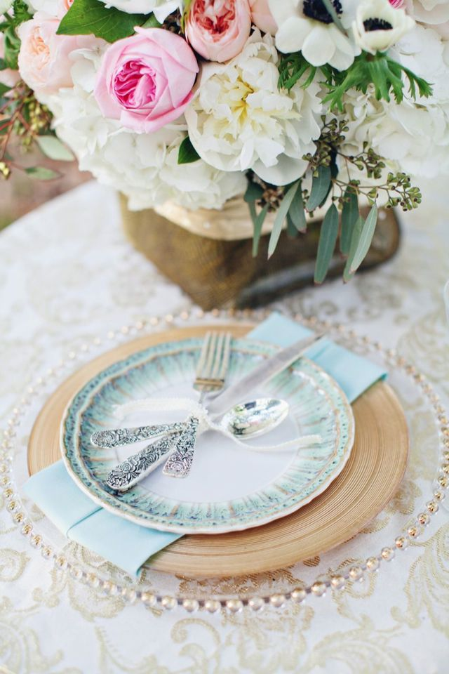 dusty blue and gold place setting,powder blue and gold wedding