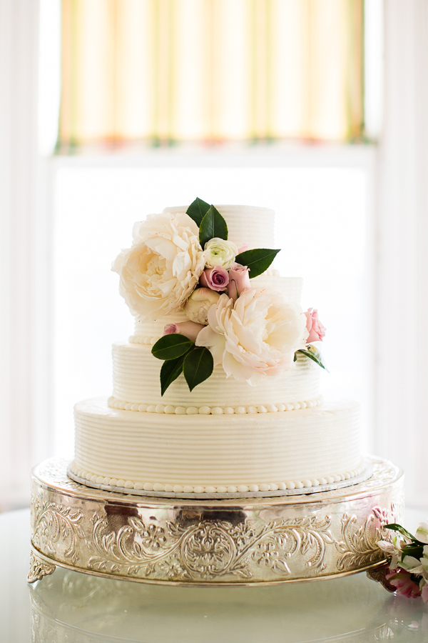 12 Pretty Wedding Cakes With Peony Floral Decorations Peony Wedding