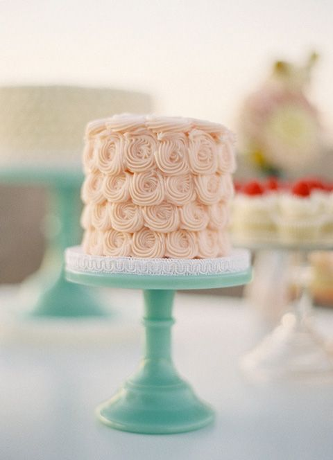 wedding cake,Wedding Cake Trend,Buttercream wedding cakes,wedding cake trend summer,summer wedding cake trends,wedding cakes buttercream frosting,cake buttercream roses