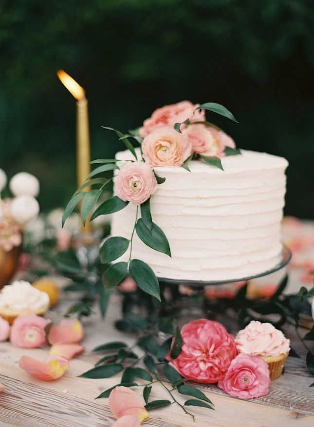 wedding cake,Wedding Cake Trend,Buttercream wedding cakes,wedding cake trends summer,summer wedding cake trend,wedding cakes buttercream frosting,cake buttercream roses