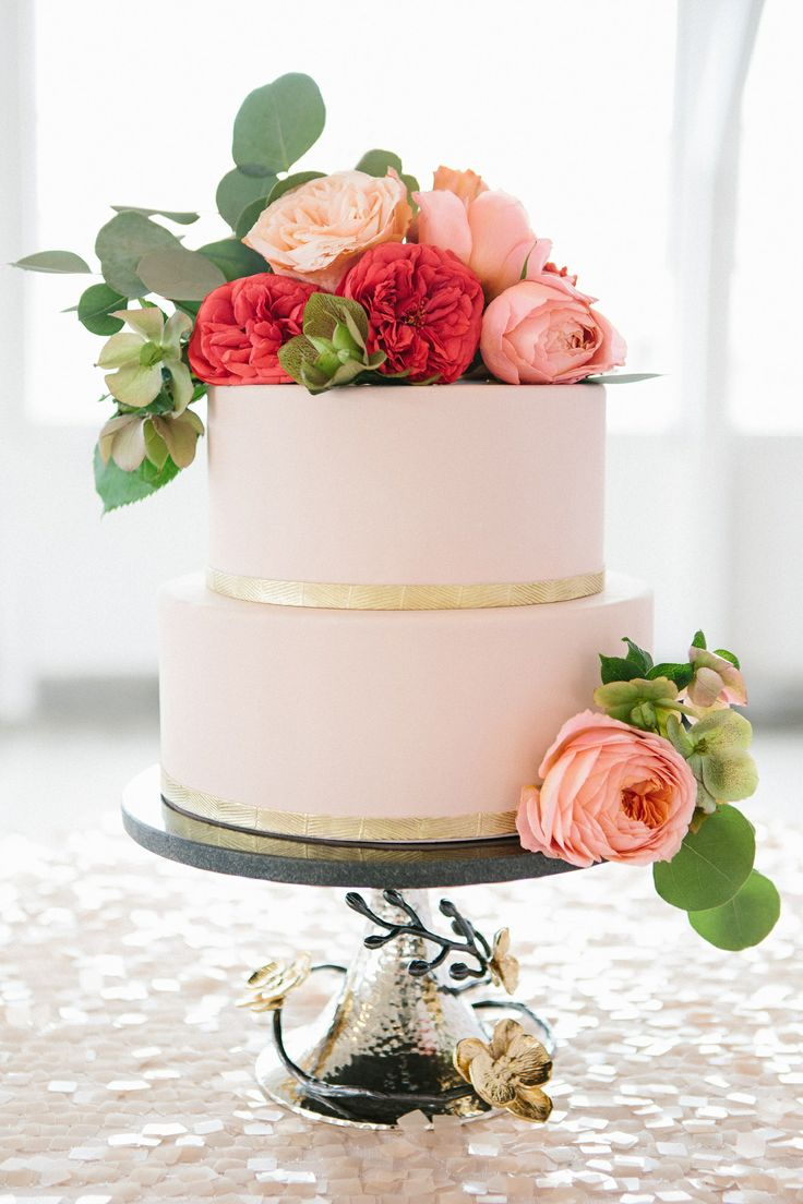 coral pink and navy blue wedding palette | Photography: Kerinsa Marie | Cake: Cakeheads , wedding cake with coral pink flowers