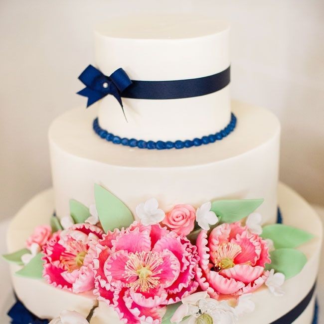 navy blue with pink fresh flower wedding cake | Susie Sefcik Photography | The Bake Works | coral pink color,coral pink and navy blue wedding palette,coral and pink wedding colors,coral pink and champagne wedding,summer wedding color combos