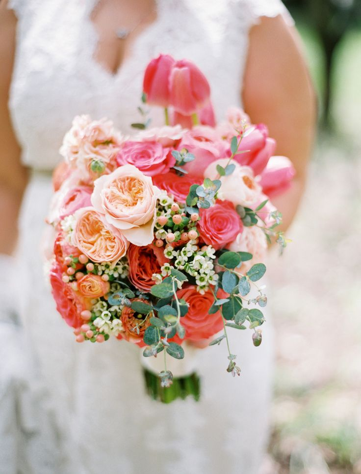 | Photography: Leo Patronecoral pink color,coral pink and navy blue wedding palette,coral and pink wedding colors,coral pink and champagne wedding,summer wedding color combos
