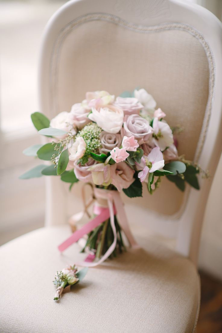 wedding bouquet,Destination wedding in paris,French chateau wedding,blush and grey wedding colours palette,wedding colors,elegant wedding in Paris,paris wedding ideas,palette