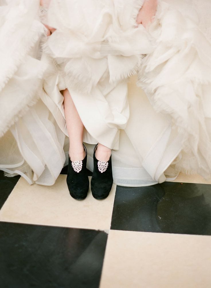city wedding and having neutral and black wedding colours theme,neutral and black bridesmaids,city wedding theme ideas,blush and neutral wedding colors