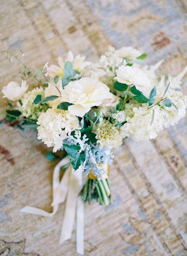 winter wedding boquet