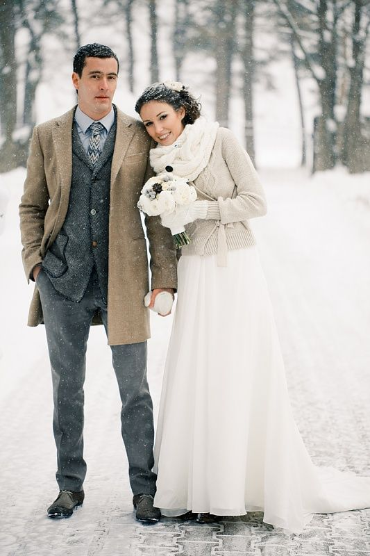 winter wedding photo idea