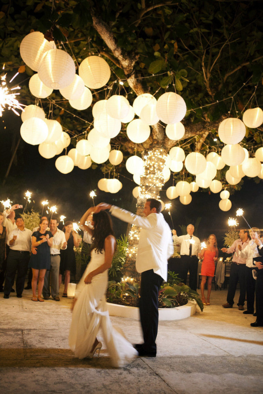 10 outdoor wedding twinkle lights - Decoracion para bodas vintage ...