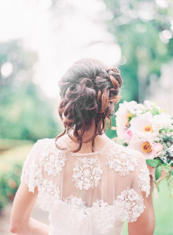 What is the most exciting part of getting married for a bride? Definitely the answer is wearing her dreamed wedding dress in the spot light. Here're some gorgeous dresses that might be your!