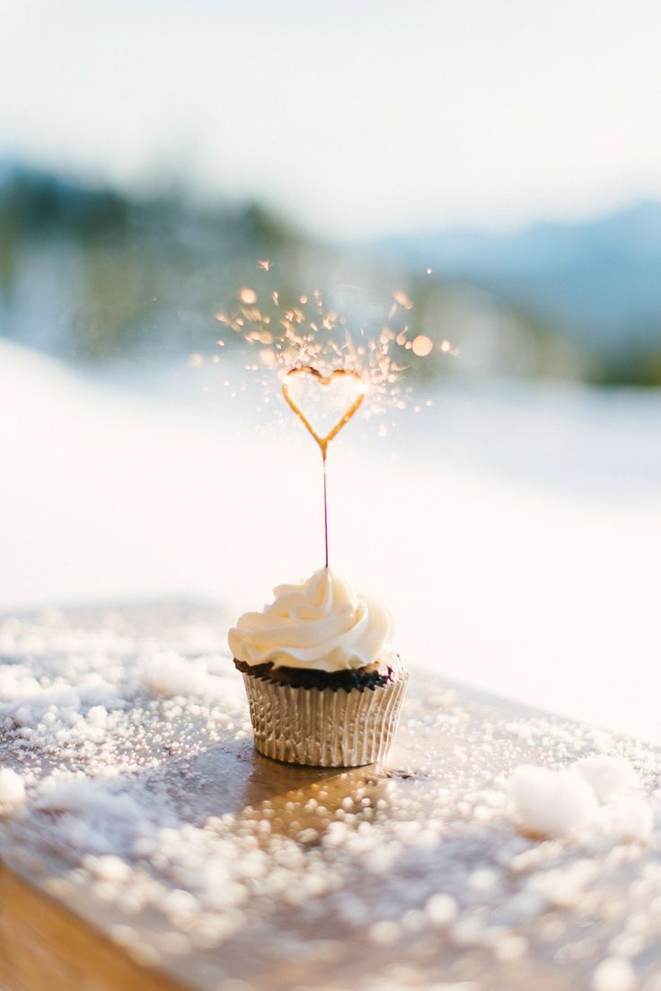 Cupcakes that will make sparks fly at winter weddings