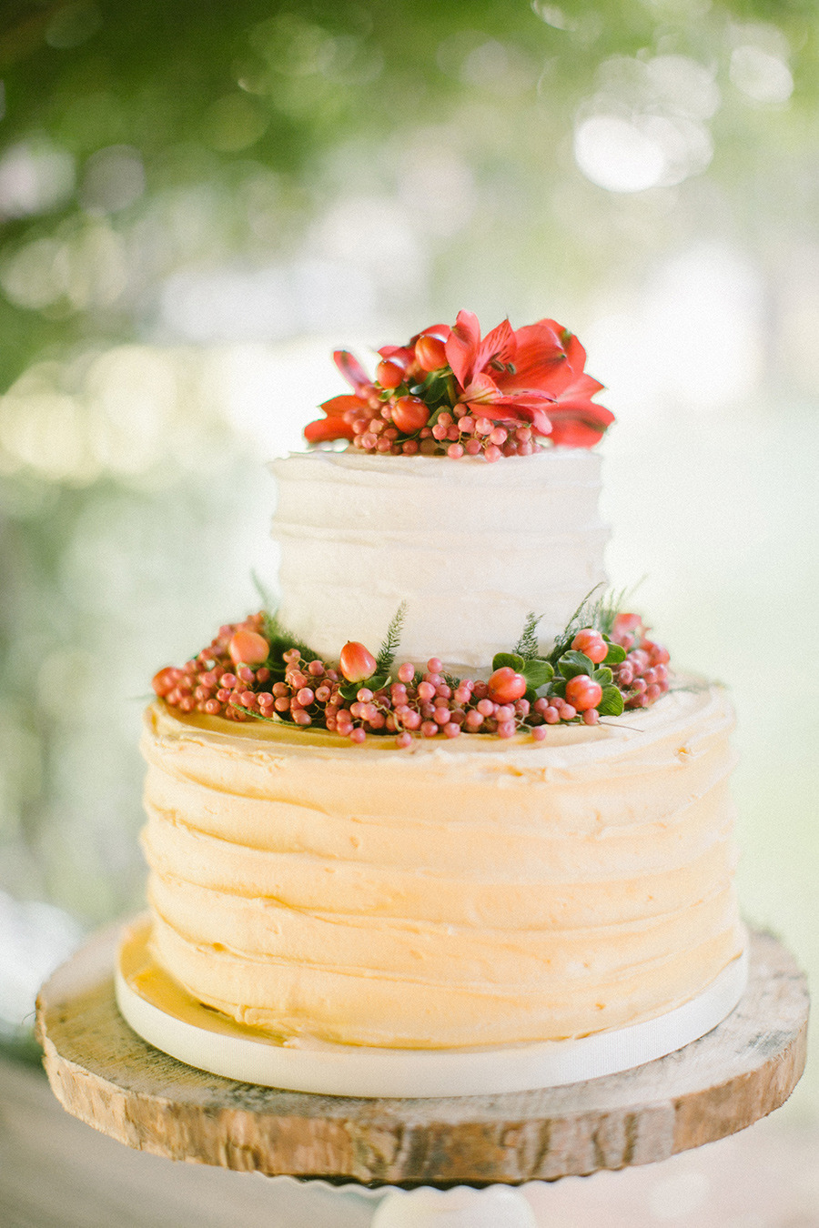 winter wedding cake - Boho Chic Wedding Inspiration Shoot from Anna Roussos Photography - annaroussos.com | Read more : https://www.fabmood.com/boho-chic-wedding-inspiration-shoot-anna-roussos-photography