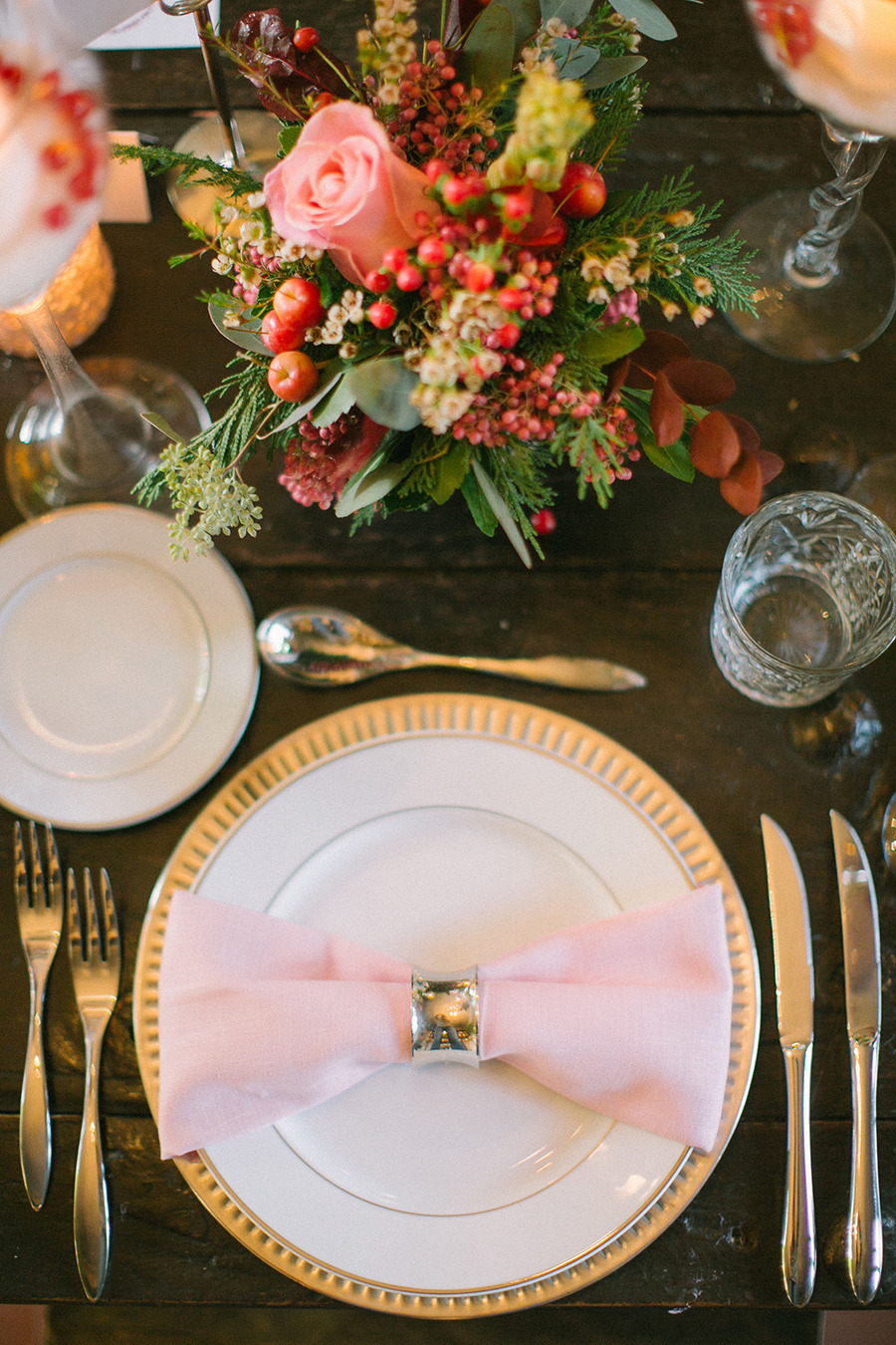 winter wedding place setting - Boho Chic Wedding Inspiration Shoot from Anna Roussos Photography - annaroussos.com | Read more : https://www.fabmood.com/boho-chic-wedding-inspiration-shoot-anna-roussos-photography